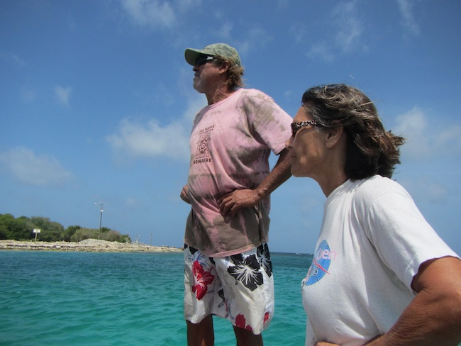Funchi (STCB) and Sabine (STINAPA) point out grazed Thalassia seagrass beds of Lac Bay, Bonaire