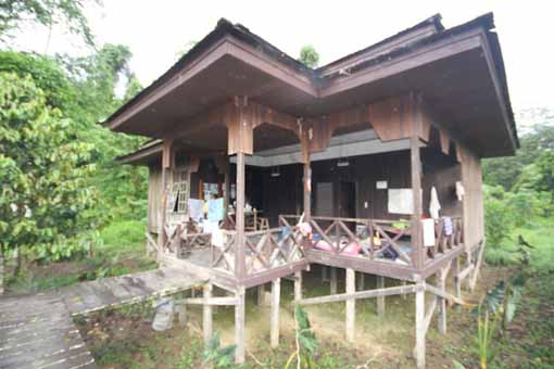 Ranger hut Kutai with nice veranda, kitchen, toilet / shower and two rooms